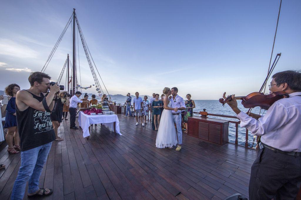 Emperor Cruises- Crociera Golfo di Tonkin
