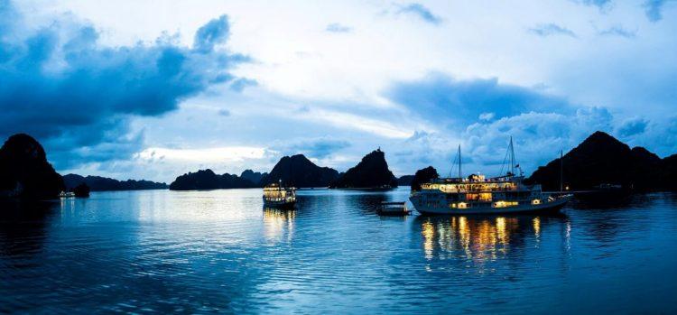 crociere notte ad Halong-Vacanza estiva Vietnam