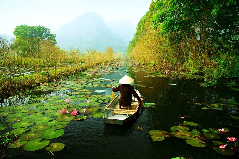 fiume dei profumi vacanza estiva vietnam