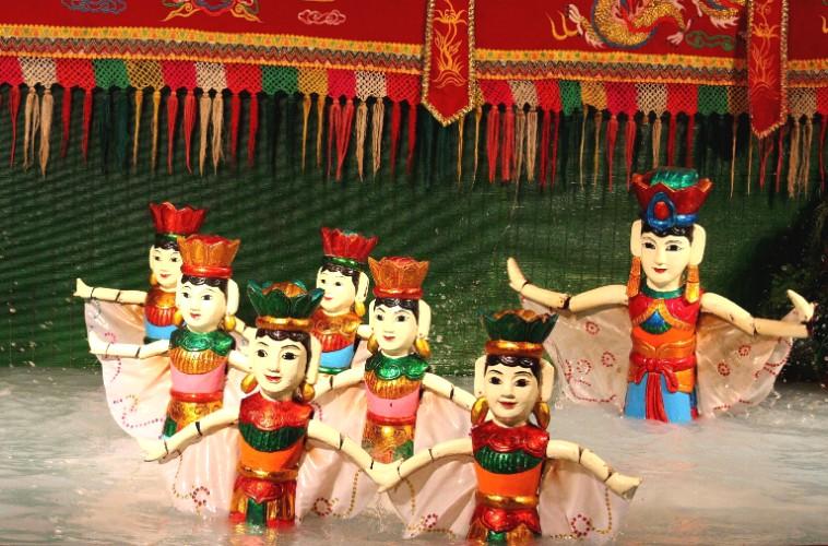 Scoprire il tradizionale dello spettacolo di marionette sull'acqua ad Ha Noi